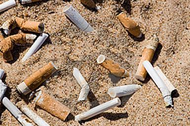 mozziconi di sigaretta spiaggia