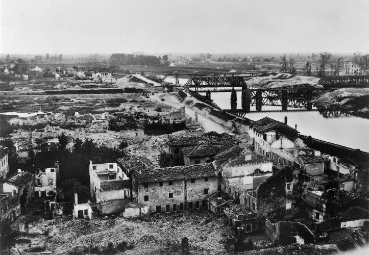 Latisana dopo i bombardamenti del 1944/45