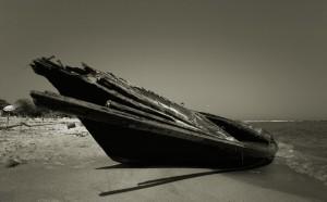 imbarcazione spiaggiata, spiaggia del Faro 2009