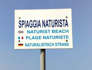 Cartello spiaggia naturista