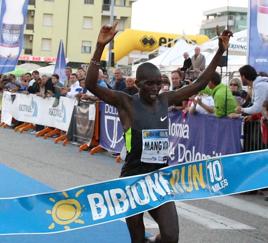 Bibione is Surprising Run - arrivo del kenyano Andrew Kwemoi Mang'ata