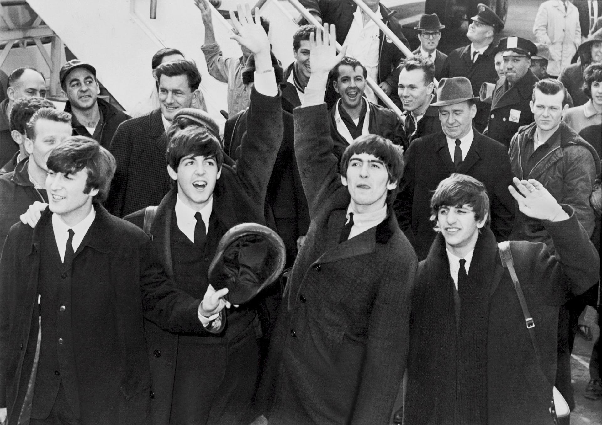 Concerto all'alba al faro di Bibione con Beatles e Queen